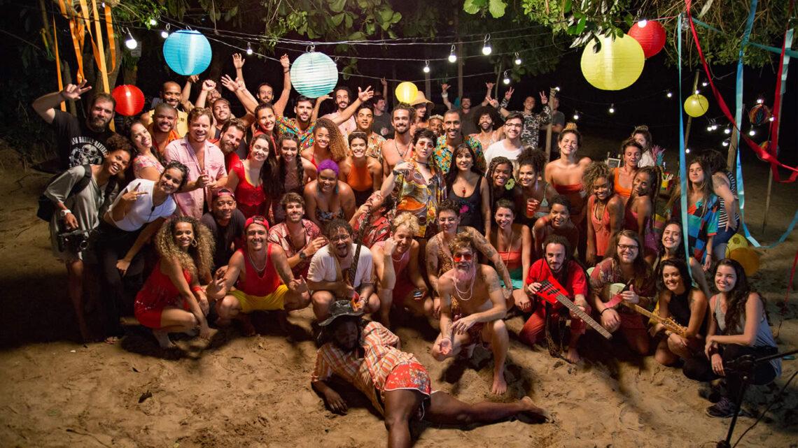 Membros da Francisco, El Hombre e da Braza com a equipe na gravação do videoclipe.