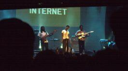 Foto da Banda The Internet em apresentação ao vivo no Circo Voador