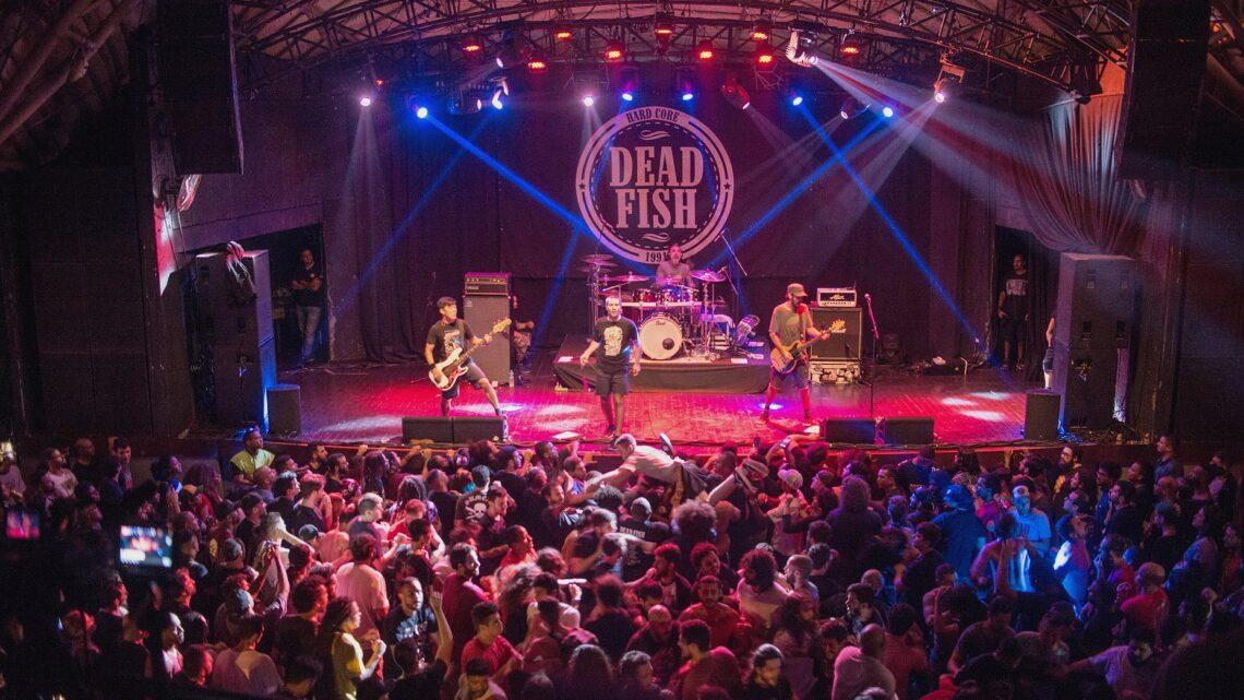 Dead Fish toca para plateia cheia no Circo Voador