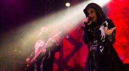 Cristina Scabia, do grupo Lacuna Coil, se apresenta ao vivo